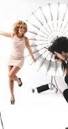 professionelles Fotoshooting dunkle Frau Fotograf